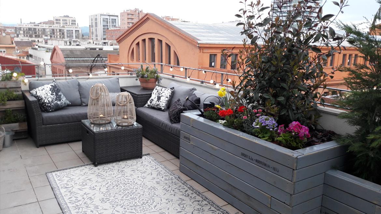 Jardí i zona 'Chill Out' en una terrassa